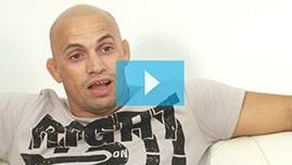 Testimonianza video di Henrique e della sua tricopigmentazione