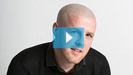 Testimonianza video di Aaron e della sua tricopigmentazione permanente